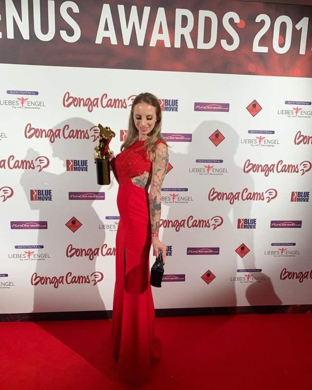 Hanna Secret gewinnt Venus Award 2019 als Bestes Amateurgirl